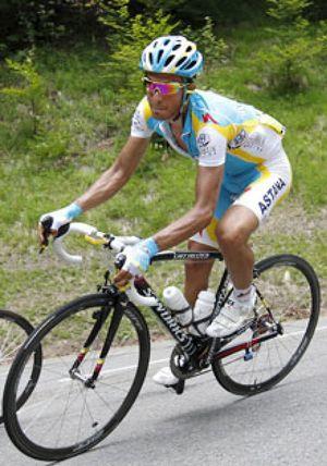 Schleck gana en Morzine y Contador pierde 10 segundos