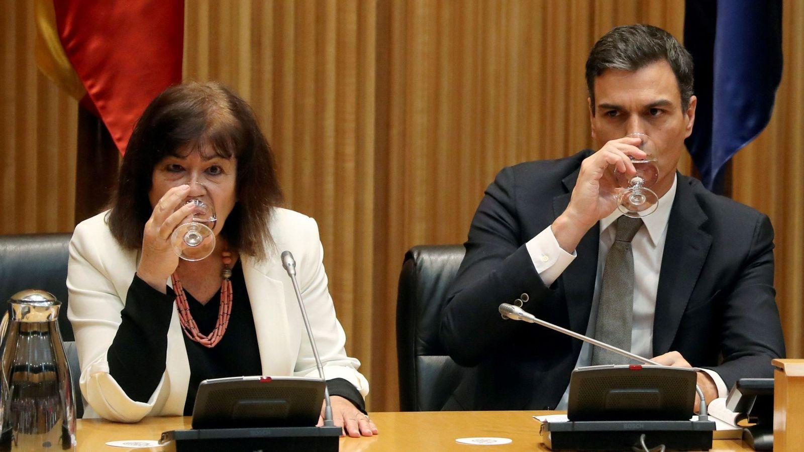 Foto: La presidenta del PSOE, Cristina Narbona, y el presidente del Gobierno, Pedro Sánchez. (EFE)