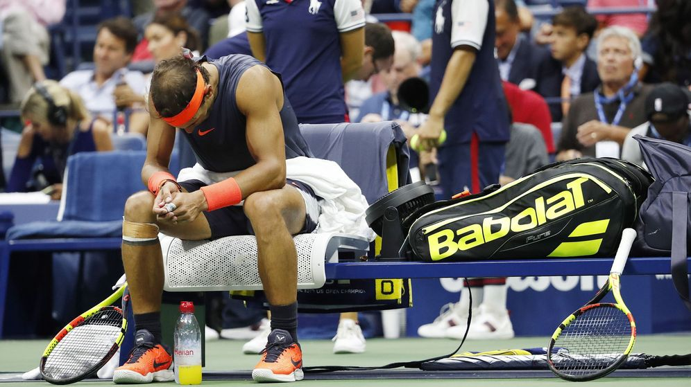 Foto: Rafa Nadal, cabizbajo tras su retirada en Nueva York. (EFE)
