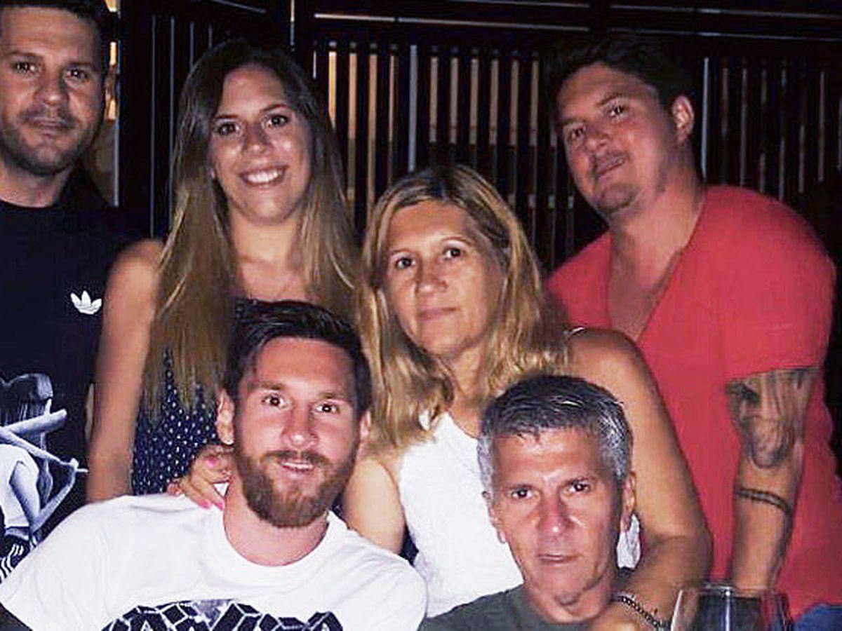 Foto: Los cuatro hermanos Messi, con sus padres, Jorge y Cecilia.