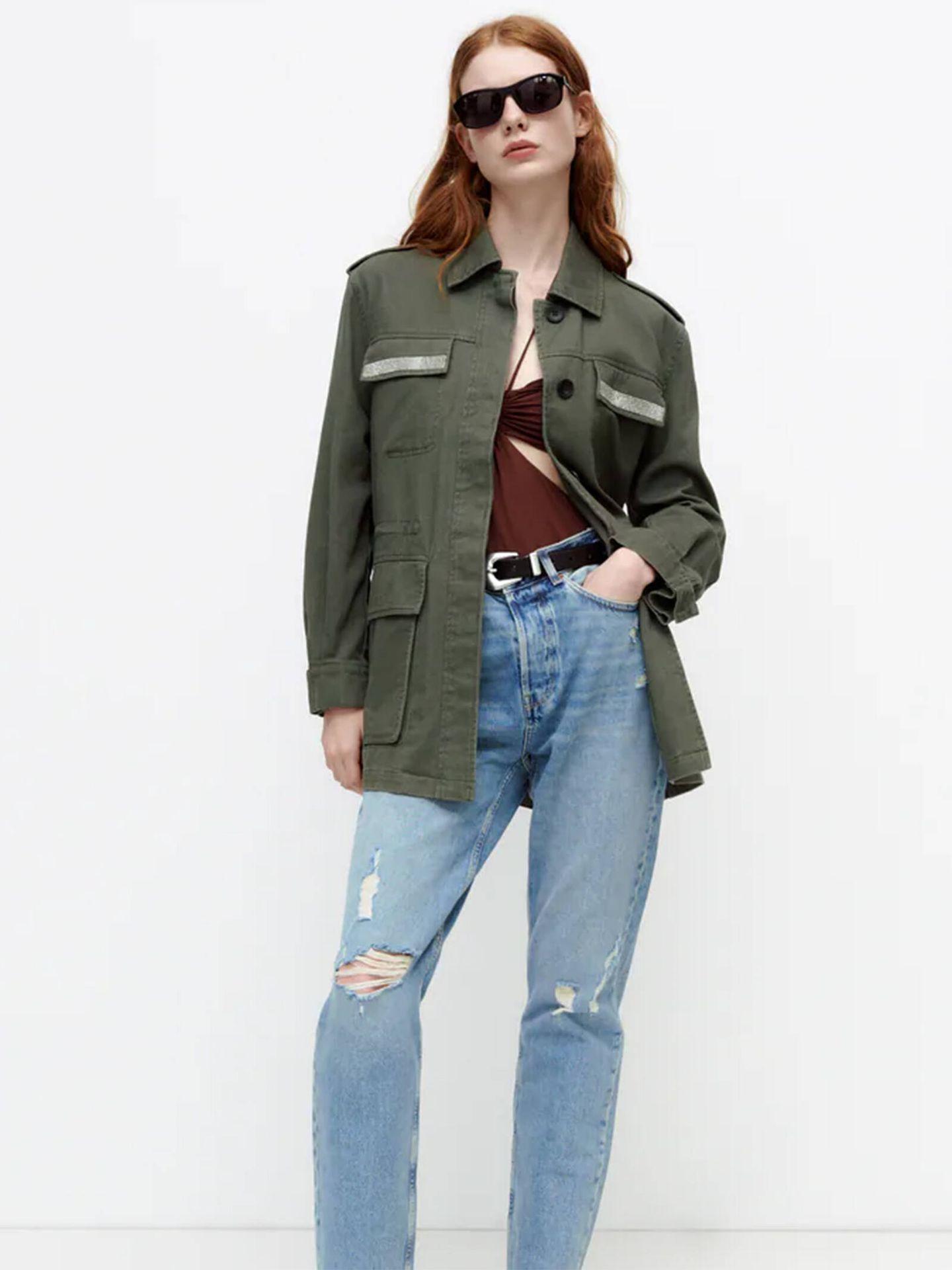 Una chaqueta verde militar similar a la de la princesa Leonor de Zara. (Cortesía)