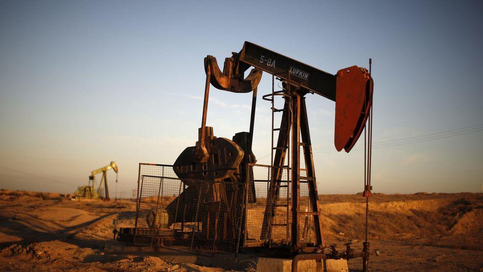 El precio del petróleo cae a niveles de julio de 2004