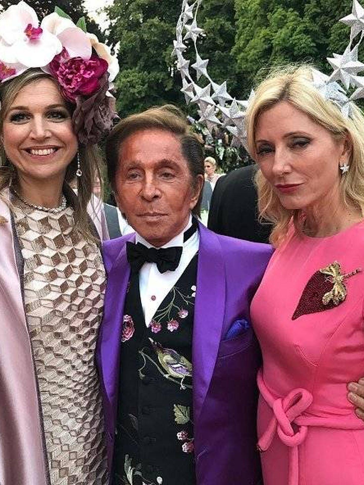 Valentino con Marie-Chantal y Máxima. (Instagram)