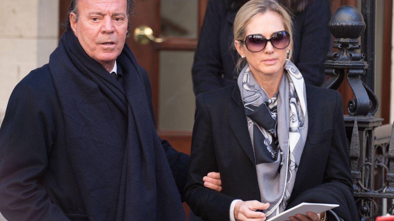 Julio Iglesias y Miranda, en el funeral de Oscar de la Renta. (Getty)