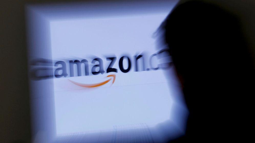 Foto: Un cliente consulta una página de Amazon en su ordenador portátil. (Reuters)