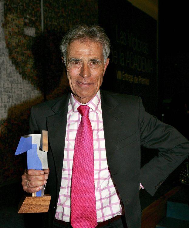 Foto: Jesús Hermida con el Premio Nacional de Televisión en 2012 (EFE)