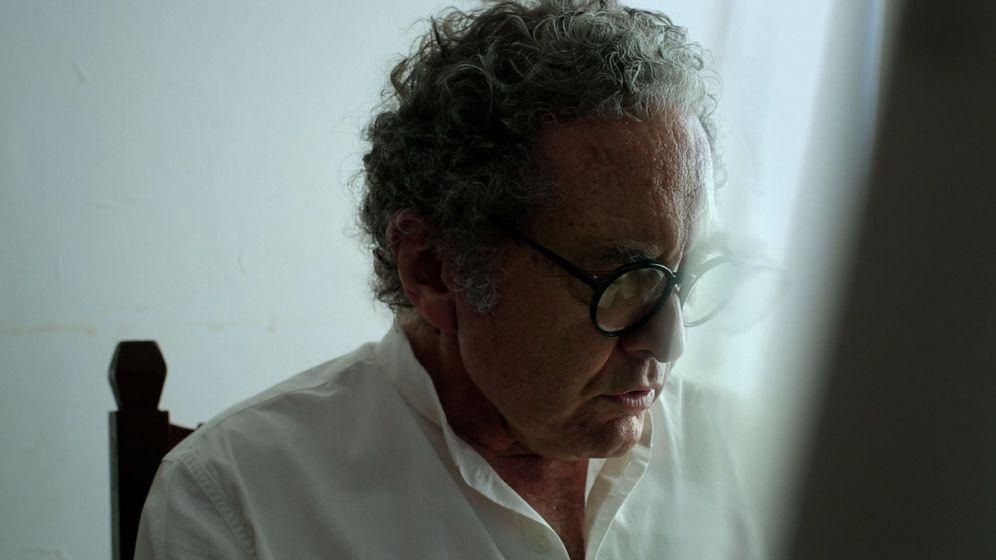 Foto: Fotograma del documental '327 cuadernos' (2015), Andrés Di Tella, en el que aparece el escritor argentino Ricardo Piglia leyendo sus diarios en 2014 en Buenos Aires (Argentina)