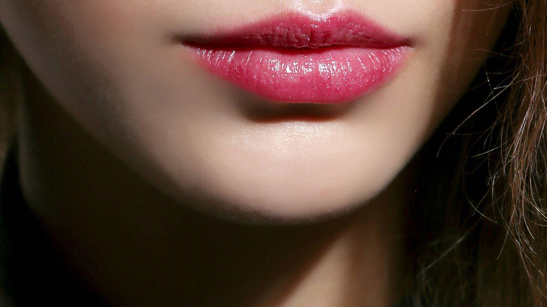 Trucos fáciles y virales para pintarse los labios y que el maquillaje dure todo el día