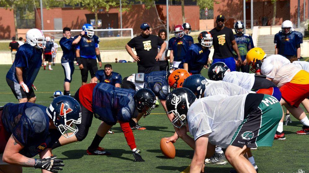 Foto: Los equipos españoles juveniles, en el 'traininig camp'. (Lolayolé)