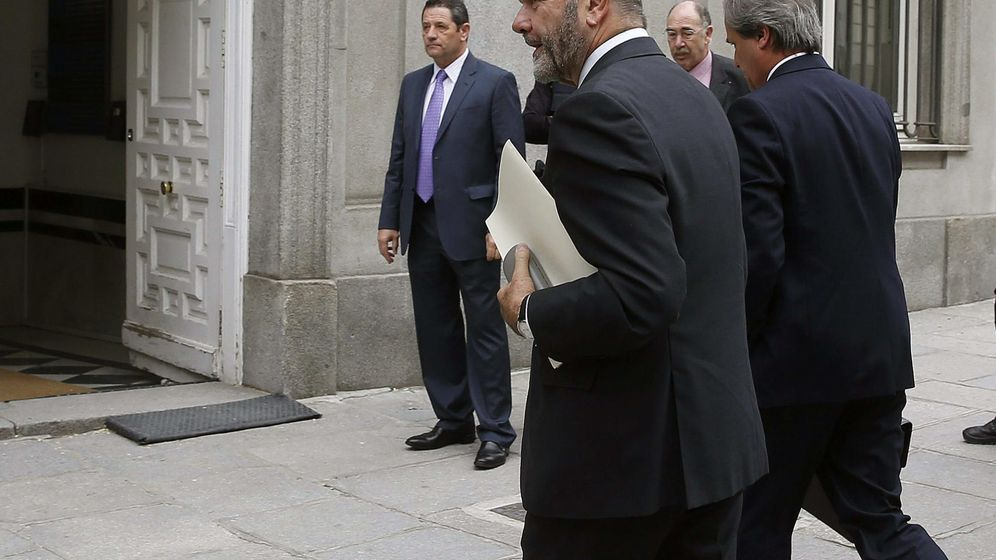Foto: El expresidente de la Junta de Andalucía Manuel Chaves llega al Tribunal Supremo en la mañana del martes. (EFE)