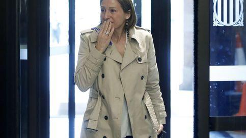 Forcadell llora en su regreso al Parlament tras ser recibida entre aplausos