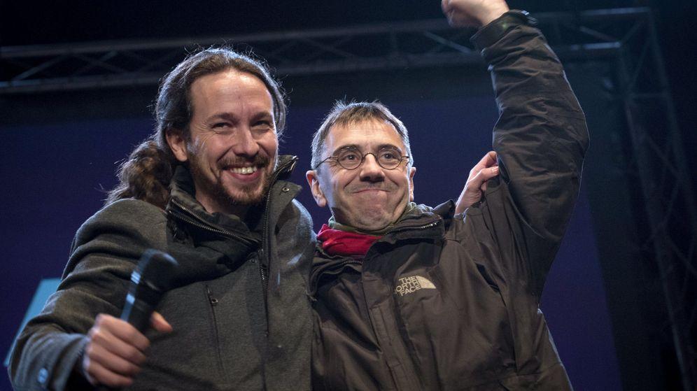 Foto: El líder de Podemos, Pablo Iglesias, junto a Juan Carlos Monedero. (Reuters)