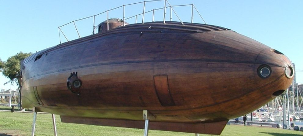Foto: Réplica del submarino de madera de Monturiol Ictíneo II en el Puerto Viejo de Barcelona. (Wikimedia Commons)
