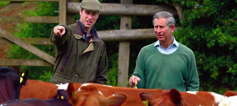 Foto: El príncipe Guillermo y su padre en una imagen de archivo. (I.C.)