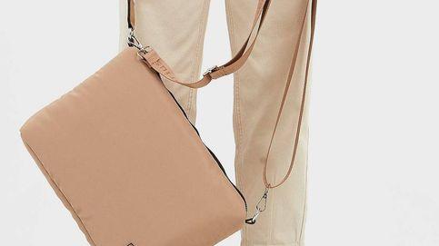 Este bolso de 13 euros de Stradivarius es perfecto para llevar tu tablet o portátil