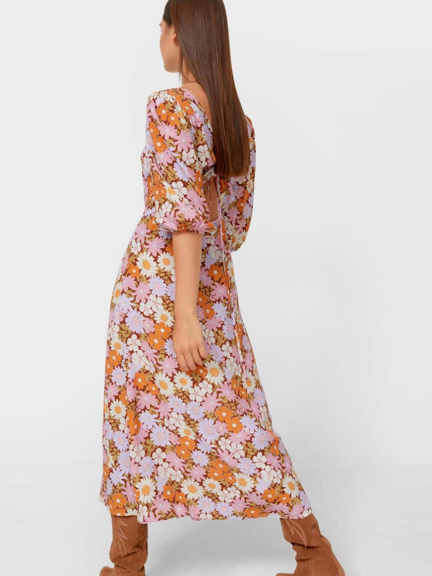 Vestido de flores de Stradivarius ideal para el frío. (Cortesía)