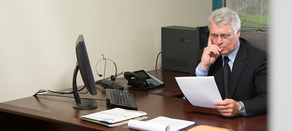 Foto: Los empleadores buscan cualquier detalle en un CV que les invite a descartar la candidatura. (Corbis)