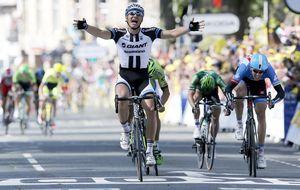 Kittel aprovecha la caída de Cavendish y se impone en el sprint