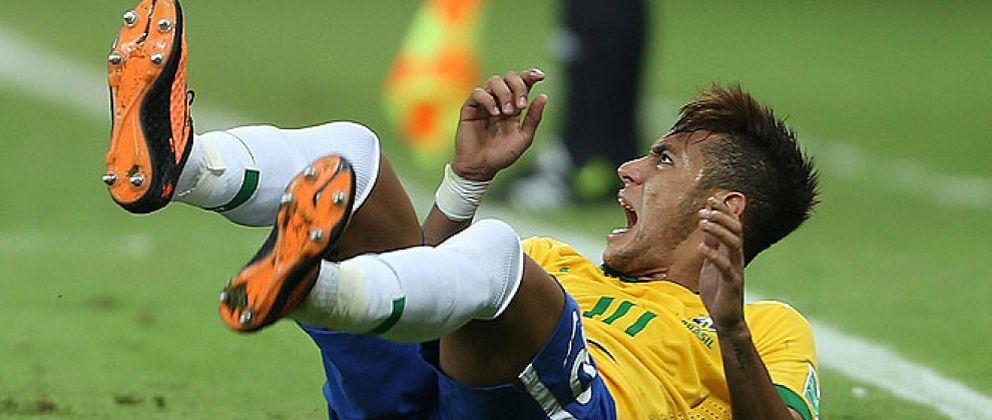 Las maneras y formas de Neymar empiezan a ser cuestionadas en Brasil