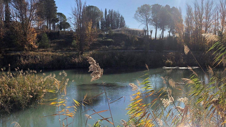 Imagen de la casa junto al río. (Nacho Abad)