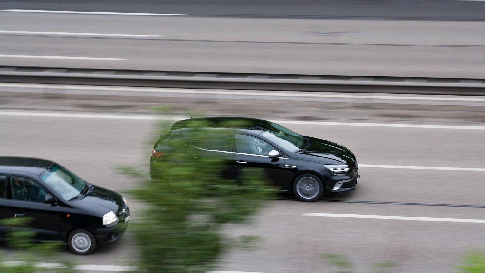 Foto: Imagen de un adelantamiento en carretera (Pixabay)