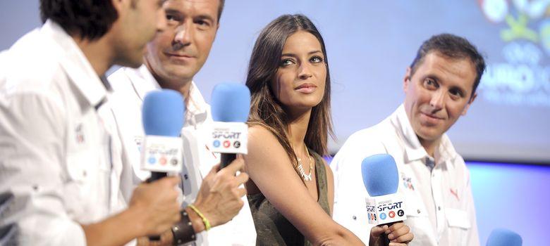 Foto: Los periodistas Paco González, Sara Carbonero y Manu Carreño con el ex futbolista Fernando Morientes en una imagen de archivo (I.C.)