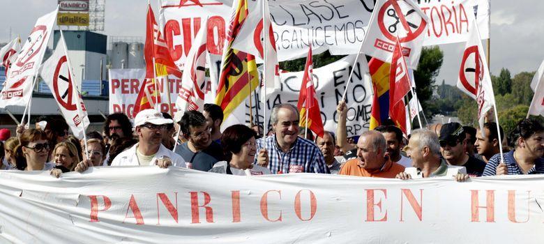 Foto: Unas 300 personas se manifiestan por Santa Perpètua en defensa de la continuidad de Panrico (Efe)