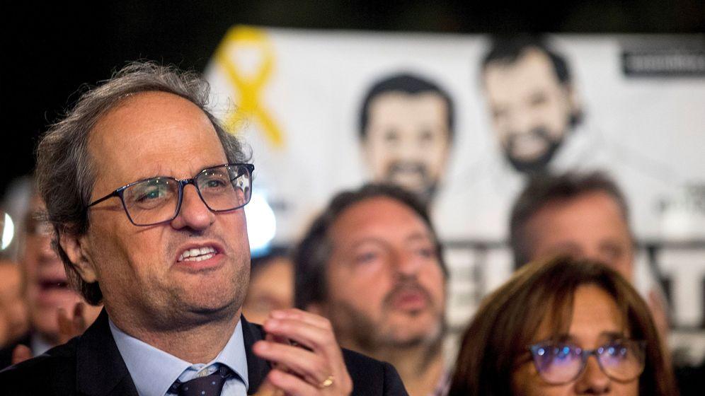 Foto: Homenaje en Barcelona a los presidentes de la ANC y Òmnium Cultural, Jordi Sànchez y Jordi Cuixart (hoy en prisión), con la presencia de Quim Torra. (EFE)
