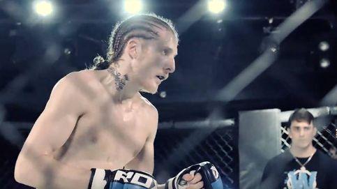 Un entrenador de MMA se enfrenta a 8 atracadores con cuchillos en plena calle