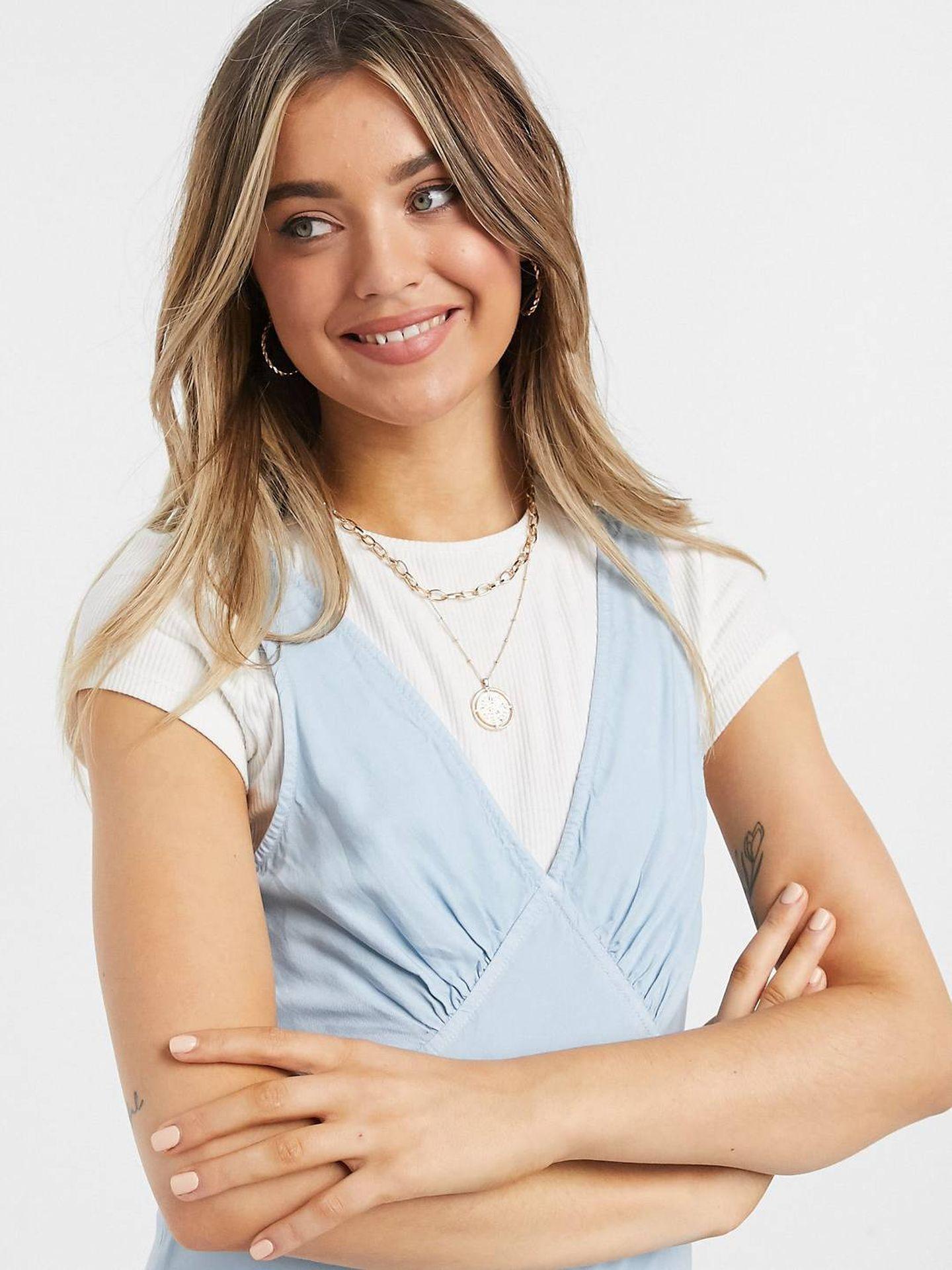 Vestido azul de Asos. (Cortesía)