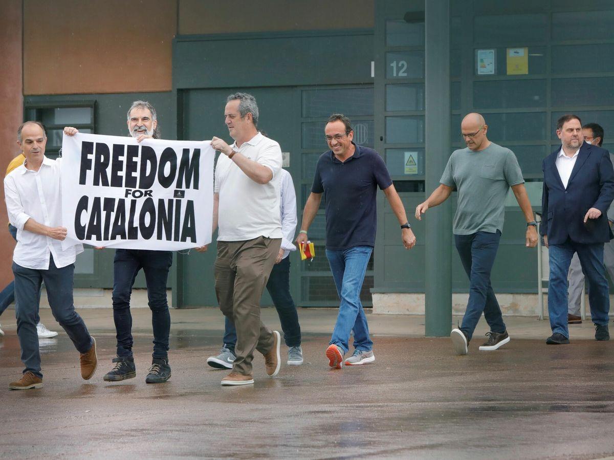 Foto: Los presos del 'procés' abandonan la cárcel de Lledoners. (EFE)