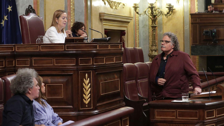 La presidenta del Congreso, Ana Pastor, llama al orden al portavoz de ERC, Joan Tardá. (EFE)