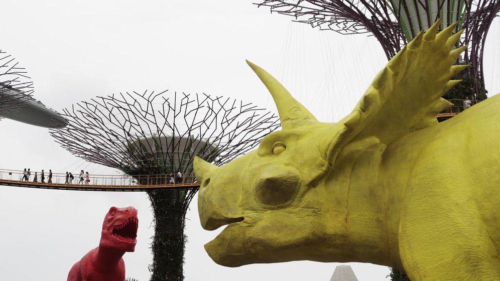 Foto: Estatuas de dinosaurio en la bahÍa de singapur