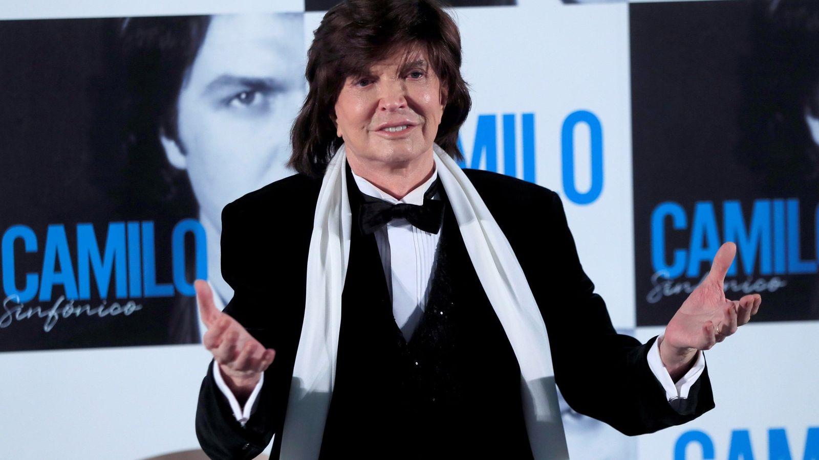 Foto: El cantante Camilo Sesto, durante la presentación de su álbum 'Camilo sinfónico'. (EFE)