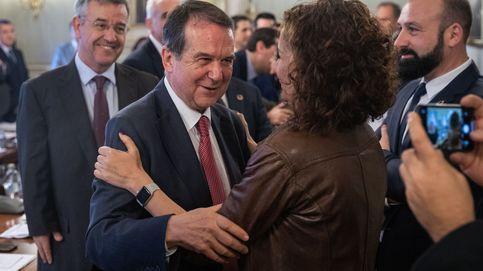 Montero aplaca a alcaldes del PSOE con nuevas cesiones para quedarse su superávit