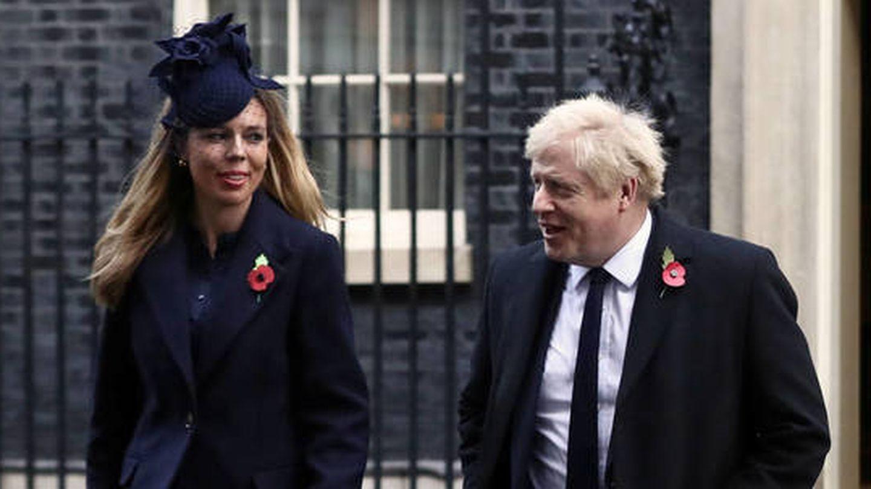Boris Johnson y su novia, Carrie Symonds. (Reuters)
