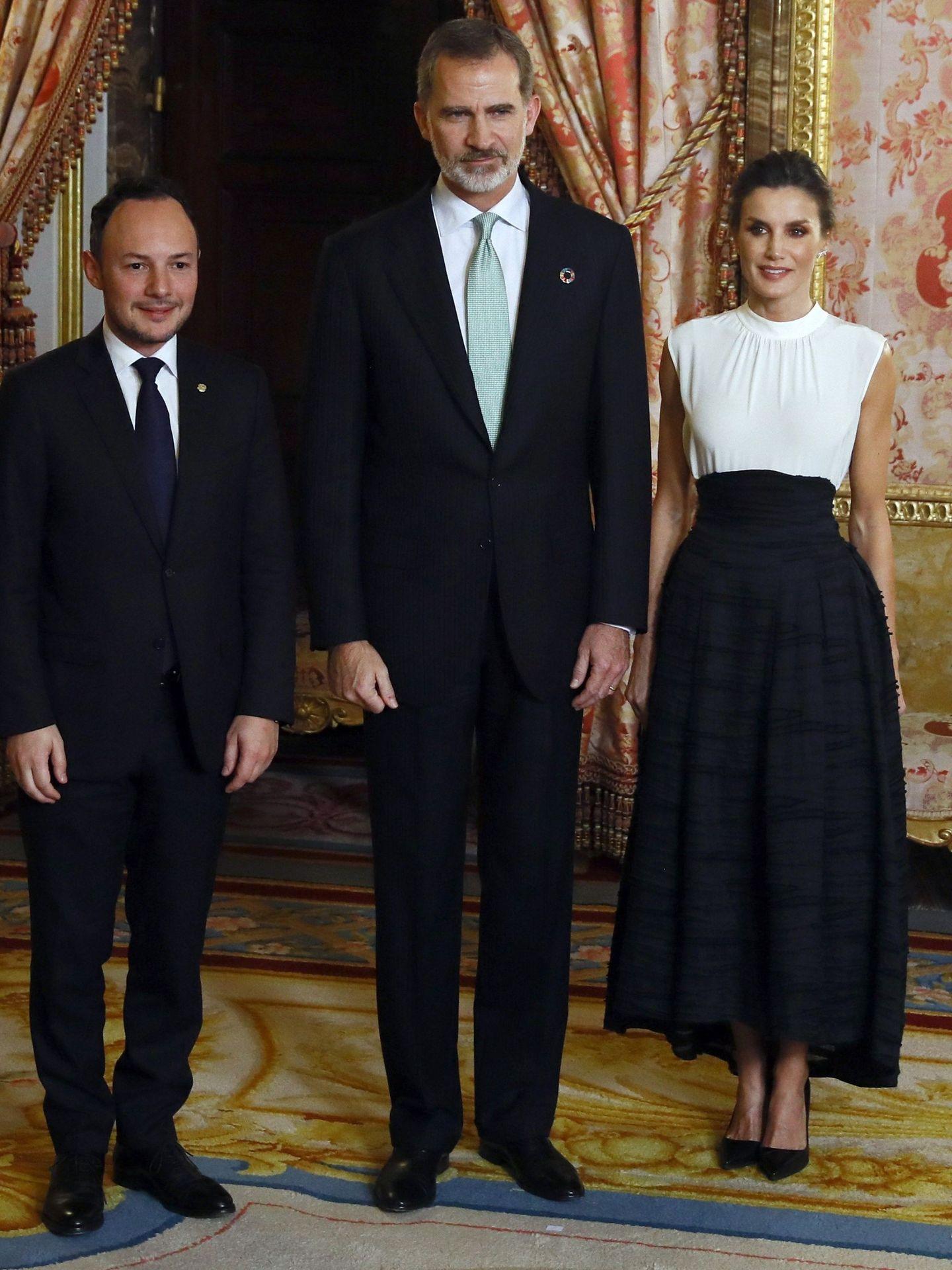 Felipe y Letizia saludan al primer ministro de Andorra, Xavier Espot Zamora. (EFE)