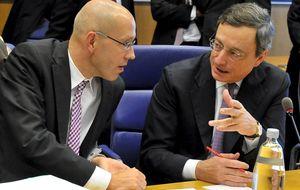 El adiós del 'amigo alemán' obliga a Draghi a maniobrar en su defensa