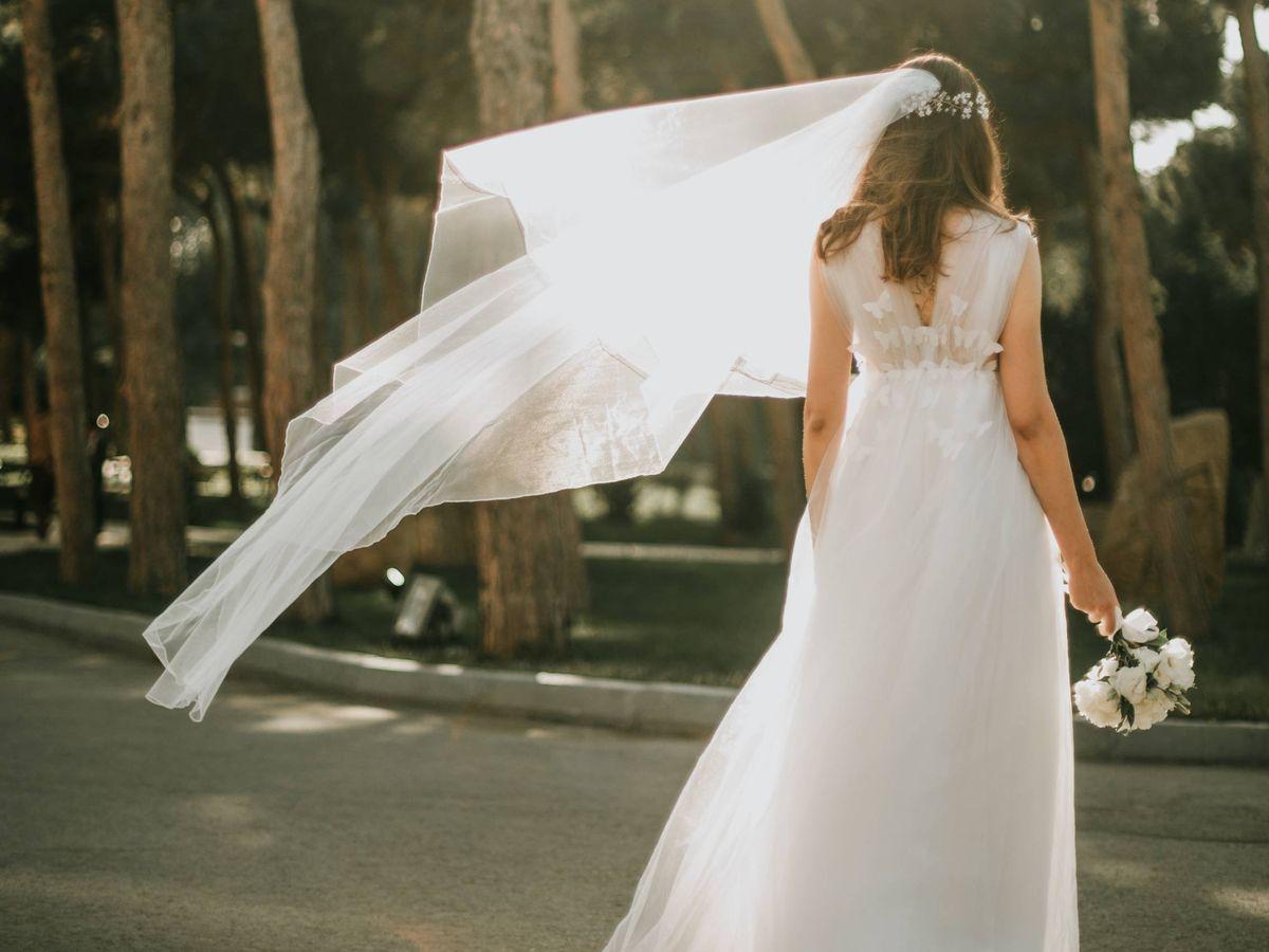 Foto: El vestido de novia ideal para el día de su boda. (Fotografía de Alvin Mahmudov para Unsplash)