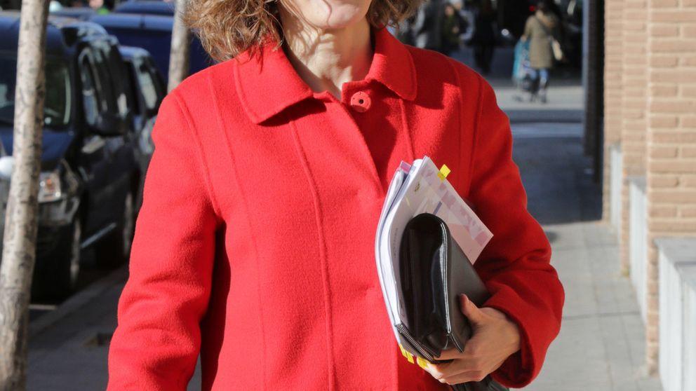 La Reina Letizia se olvida de su inseparable maletín de Hugo Boss