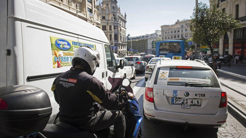 Foto: Atasco en el centro de Madrid. (EFE)