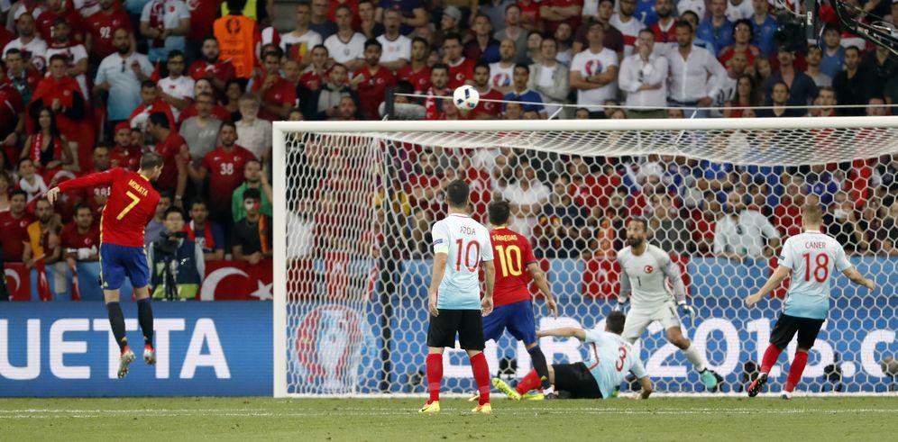 Foto: El cabezazo de Morata para marcar el 1-0 (Yves Herman/Reuters)