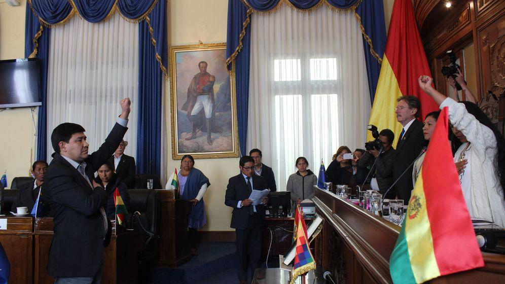 Foto: El nuevo presidente del Senado boliviano toma posesión en un acto emotivo. (EFE)