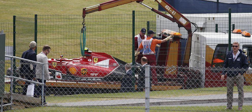 Foto: El Ferrari de Kimi Raikkonen, después del accidente sufrido en el GP de Gran Bretaña. (AP)
