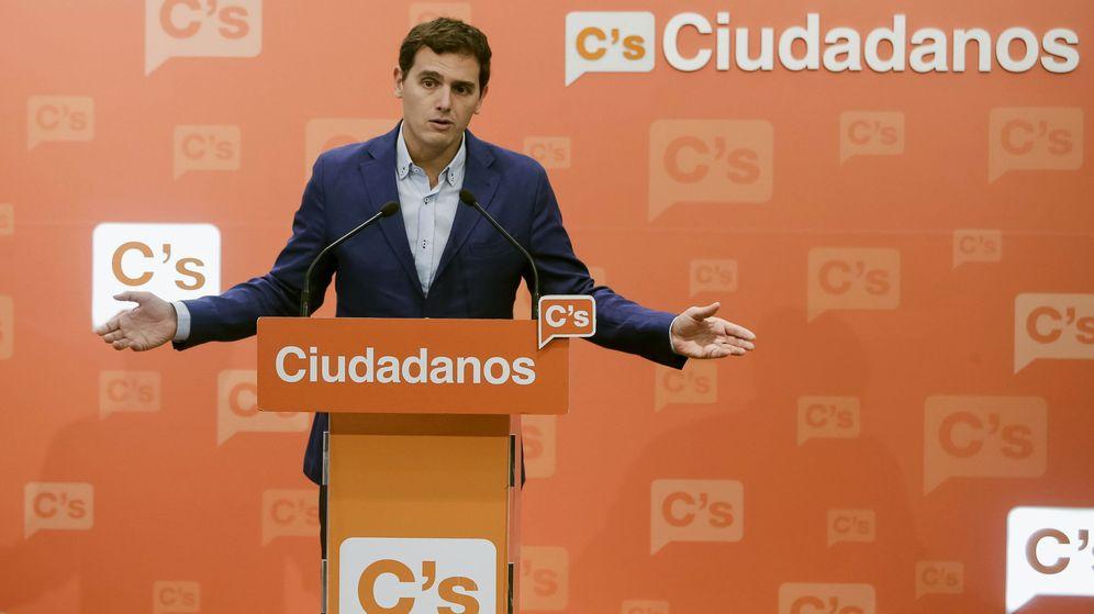 Foto: El líder de Ciudadanos, Albert Rivera, comparece en rueda de prensa en la sede del partido en Madrid este lunes. (EFE)