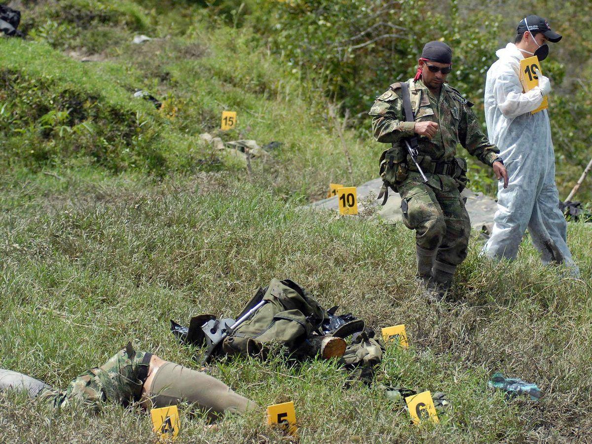 Foto: El ejército de Colombia, tras matar a integrantes de Águilas Negras en 2008. (EFE)
