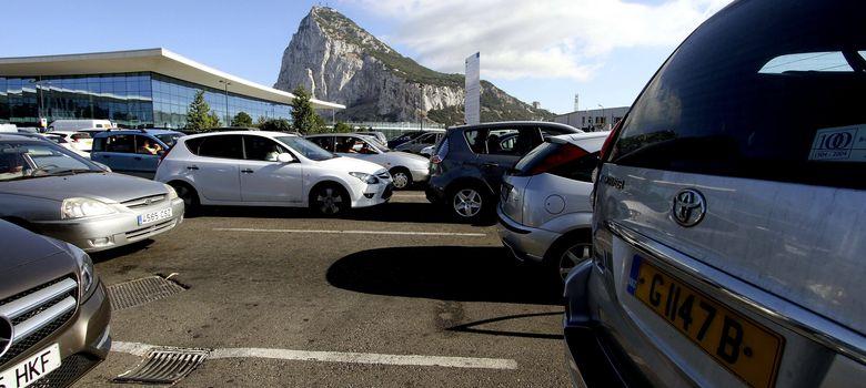 Foto: Colas de espera para acceder a Gibraltar. (EFE)