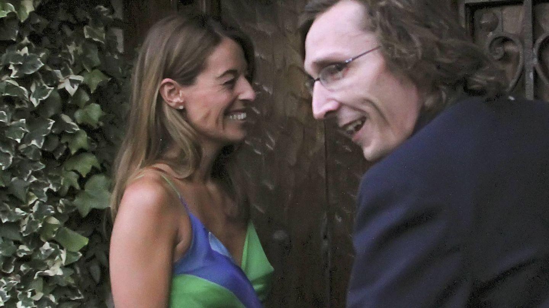 Mónica Martín Luque y Fernando Gómez-Acebo, muy cómplices, en la casa de Paloma Segrelles. (Gtres)