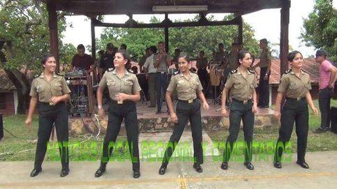Policías peruanos sorprenden cantando y bailando un exitoso tema en su país