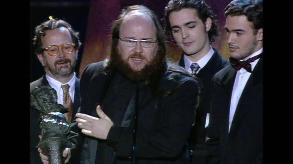 Foto: Santiago Segura recoge el Goya a mejor actor revelación por 'El día de la bestia', en 1996.